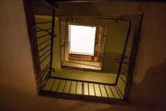 escaliers dans la place de maison Images stock