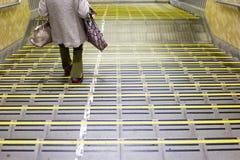 escaliers dans la station de Chiba photographie stock libre de droits