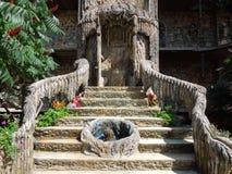 Escaliers dans le château dans Ravadinovo, Bulgarie Image stock