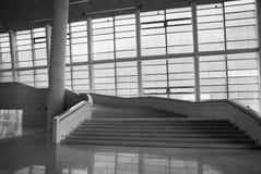 Escaliers dans le hall Photographie stock libre de droits
