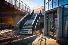 Escaliers dans un type moderniste Photo libre de droits