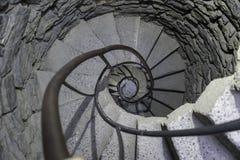 Escaliers dans une tourelle de château images libres de droits