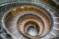 Escaliers de Bramante au musée de vatican Image libre de droits