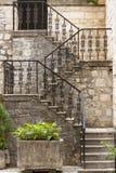 Escaliers de configuration de beauté - Kotor Monténégro images stock