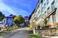 Escaliers de cour-Chemin dans la vieille ville de Fribourg Photo stock
