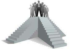 Escaliers de gens de meneur d'équipe d'affaires jusqu'à la réussite Photo libre de droits