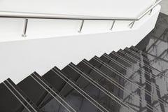 Escaliers de marbre noirs photo stock