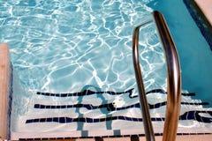 Escaliers de piscine Image stock
