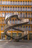 Escaliers de réécriture - sculpture sans fin en strairs chez Ganghoferstrasse photo libre de droits