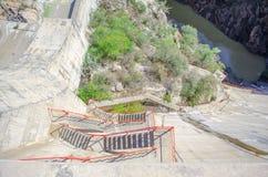 Escaliers de rouge de barrage Photographie stock libre de droits