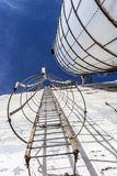Escaliers de sécurité sur un vieux silo Photographie stock