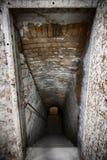Escaliers de sous-sol images libres de droits