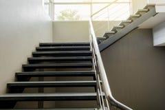 Escaliers de sous-sol de ciment Photo libre de droits
