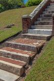 Escaliers des matériaux, de la pierre, de marbre, de concret trouvés mélangés, et brique photographie stock