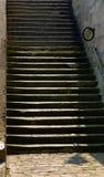 Escaliers des quais à la rue, Paris Photo libre de droits