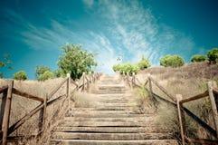 Escaliers en bois au ciel Photos libres de droits
