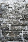 Escaliers en bois gris blancs d'hiver, point par point photographie stock