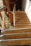 Escaliers en bois menant à l'église enrichie, Mosna, Roumanie Image libre de droits