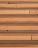 Escaliers en bois modernes à l'extérieur Images libres de droits