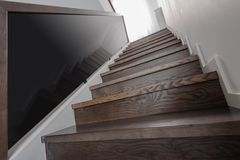 Escaliers en bois naturels Photographie stock libre de droits