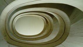 Escaliers en hypnotisant et la forme en spirale fascinante Hypnotisante et fascinante d'Escalier en forme de spirale image libre de droits