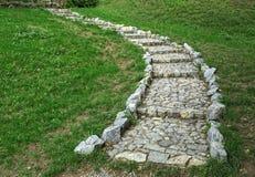 Escaliers en pierre menant au dessus de la colline Photos libres de droits