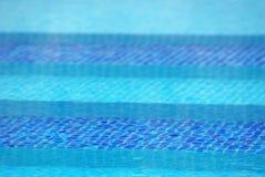 Escaliers en piscine Image stock