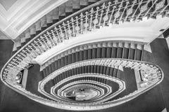 Escaliers en spirale noirs et blancs Photographie stock