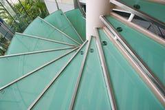 Escaliers en verre modernes Photographie stock