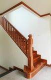 Escaliers et balustrade en bois Photo stock
