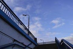 Escaliers et ciel de ville photographie stock