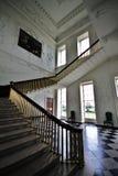 Escaliers et murs décorés avec le plâtre à la pièce principale dans la Chambre majestueuse de Russborough, Irlande Photos stock