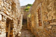 Escaliers et murs en île de Spinalonga, Grèce Image libre de droits