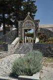 Escaliers et passage au monastère orthodoxe Photos stock