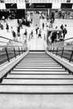 Escaliers et personnes d'aéroport Photographie stock