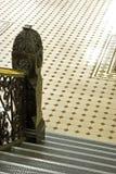Escaliers et plancher de tuiles Images stock
