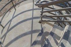 Escaliers extérieurs d'un bâtiment en construction images stock