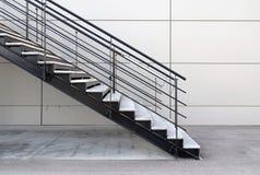 Escaliers industriels extérieurs Photos libres de droits