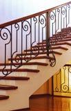 Escaliers intérieurs à la maison photographie stock libre de droits