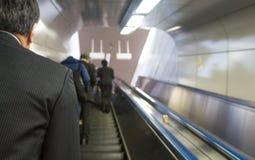 Escaliers mécaniques en Tokio Train Station Images libres de droits