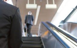 Escaliers mécaniques en Tokio Train Station Photos stock