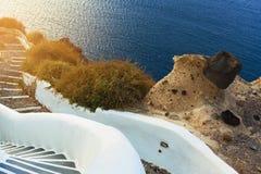 Escaliers menant à la mer, île de Santorini, Grèce Photo libre de droits