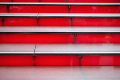 Escaliers rouges Images libres de droits