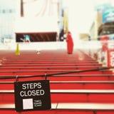 Escaliers rouges dans la Times Square Image libre de droits