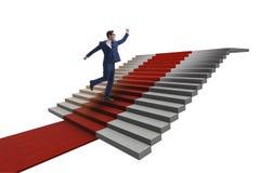 Escaliers s'élevants de jeune homme d'affaires et tapis rouge sur le backgr blanc Images stock