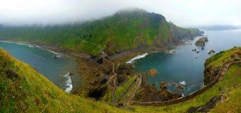 Escaliers sur des falaises de San Juan del Gazteluatxe, Espagne Photographie stock libre de droits