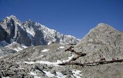 escaliers sur la montagne de Yulong Photographie stock libre de droits