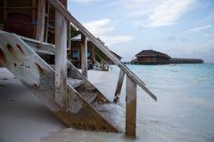 Escaliers vers le bas à l'eau Photos libres de droits