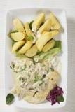 Escalope del pollo con la salsa di vino bianco e i patatoes Fotografia Stock