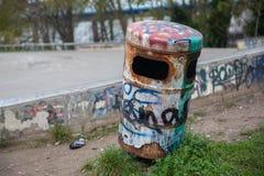 Escaninho de Graffitied fotografia de stock